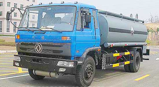 东风化工液体运输车