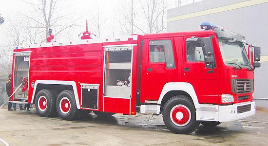 重汽后双桥泡沫消防车
