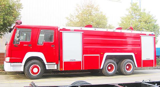 重汽豪沃后双桥水罐消防车