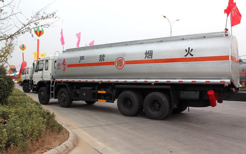 东风前四后八油罐车(30-35立方)
