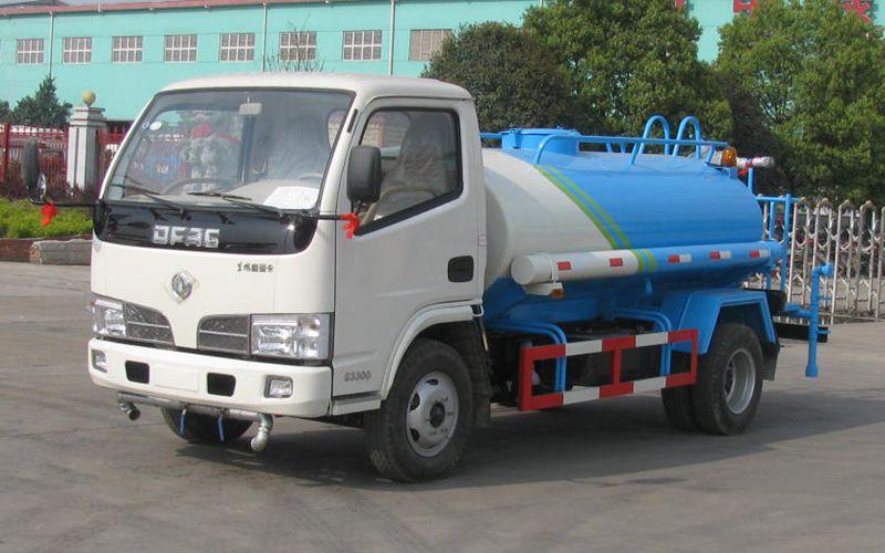 东风小卡3吨洒水车
