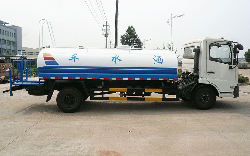 东风小天锦9吨洒水车