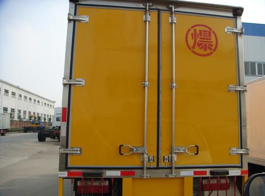 东风金霸1.8吨爆破器材运输车