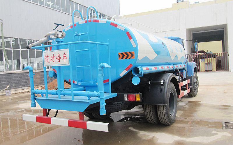 东风尖头7吨洒水车
