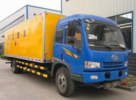 解放9吨爆破器材运输车