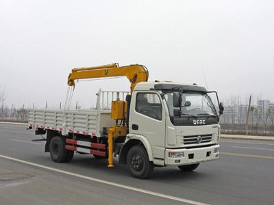 东风多利卡3.2T随车起重运输车