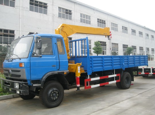 东风145型5-6.3T随车起重运输车
