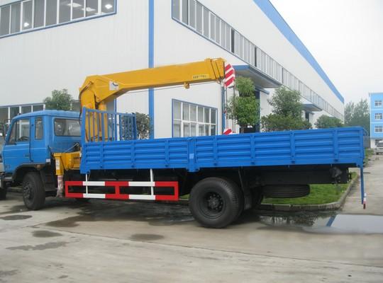 东风153型5-8T随车起重运输车