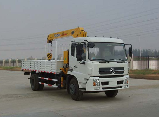 东风天锦6.3-8吨随车起重运输车
