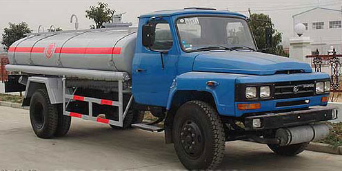 东风尖头化工液体运输车