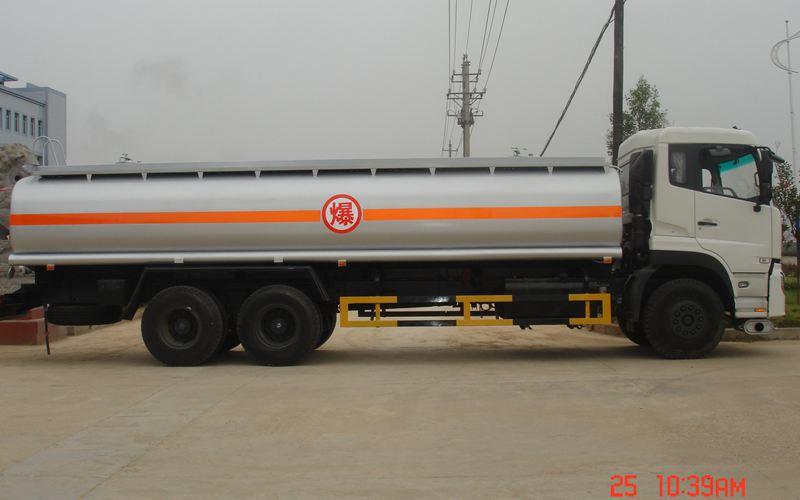东风天龙运油车
