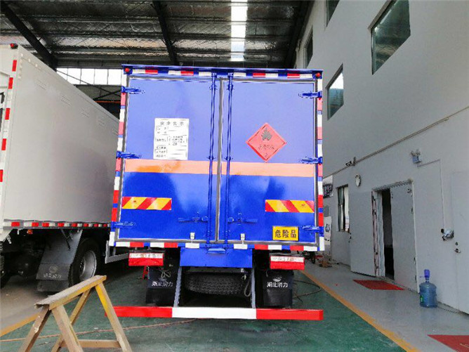 东风多利卡易燃气体运输车