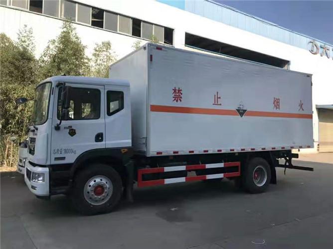 东风天锦杂项危险品运输车